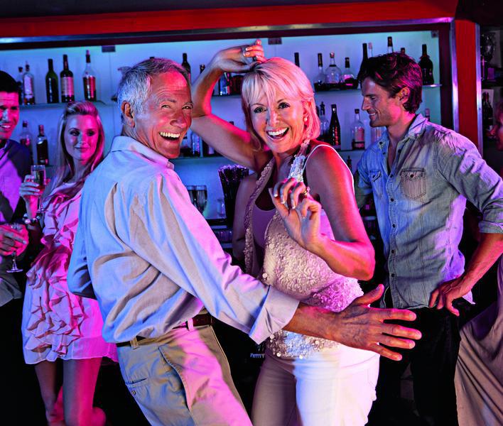 Clubbild Paar tanzt in der Bar | FRR11300