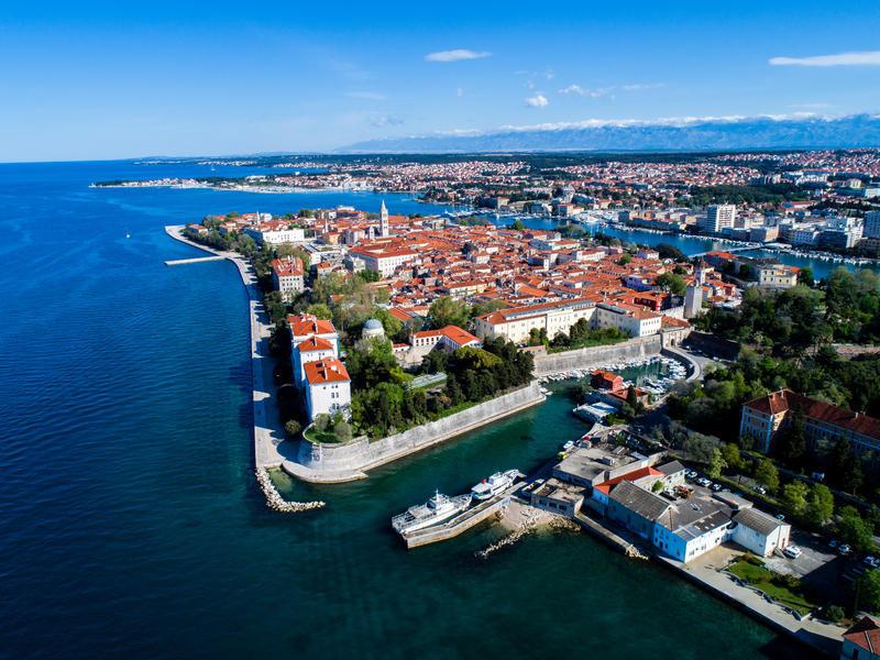 Kroatien Zadar Halbinsel Altstadt von oben c Adobestock Nikola | HHS91800