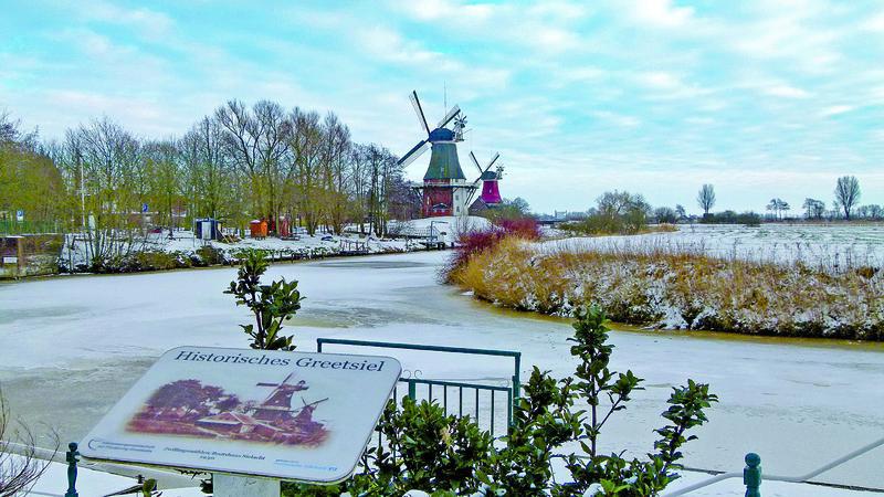 Greetsiel, Zwillingsmühlen im Winter | SAN12600