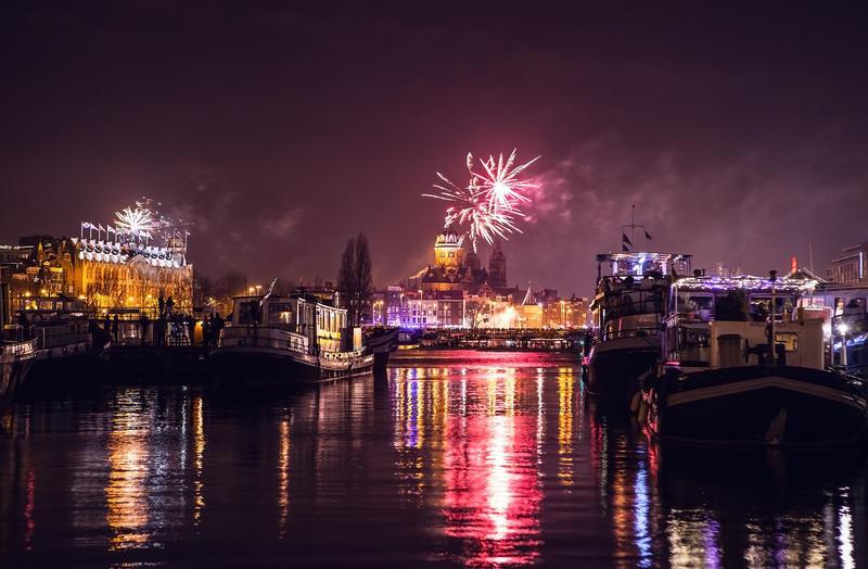 Feuerwerk über Amsterdam | RHN20700