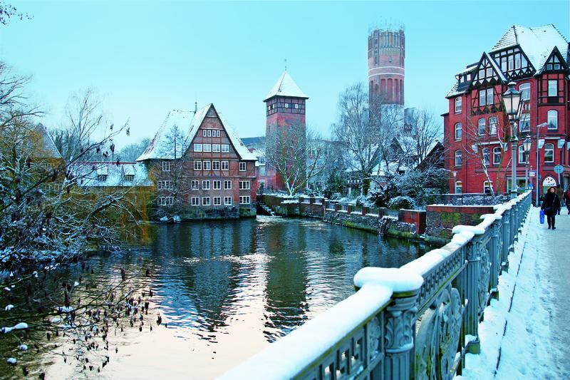 Lüneburg, Blick zum Wasserturm   LUE15110