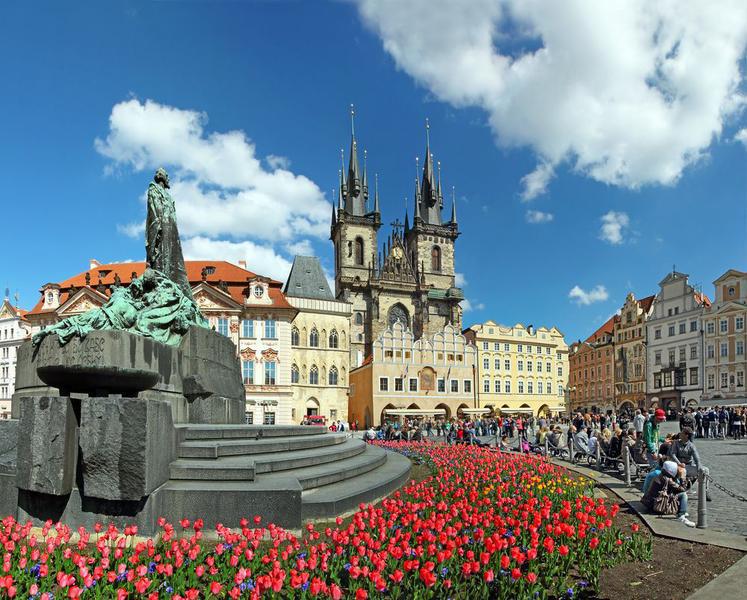 Tschechien Prag Alter Marktplatz Tyn Kathedrale Jungfrau Maria Monument von Jan Hus Weltkulturerbe von UNESCO