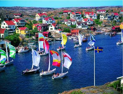 Schweden Goeteborg Segelschiffe vor bunten Haeusern | EKI10800